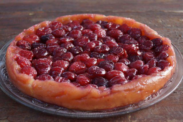 Tarta de cerezas y fresas